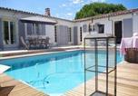 Location vacances Loix - Rental Villa La Couarde Sur Mer Avec Piscine Sur Beau Jardin Clos-1