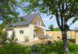 Location vacances Bonnemain - Holiday Home Maison du Golf-1