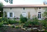 Location vacances Nanteuil-en-Vallée - Willow Tree Cottage-1
