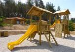 Camping avec Hébergements insolites Cunlhat - Camping Les Chalets du Haut Forez-1