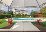 Location vacances Bale - Two-Bedroom Apartment in Bale-2