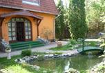 Hôtel Balatonmáriafürdő - Tornácos Panzió-2