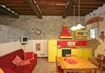 Location vacances Montevarchi - Apartment in Levane I-2
