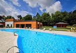 Location vacances Treignac - Holiday Home Chalet Forêt.3-1