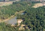 Camping avec WIFI Petit-Palais-et-Cornemps - Domaine naturiste de Chaudeau-1