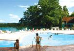 Camping Cantal - Flower Village Vacances Le Garoustel-3