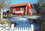 Location vacances Norrtälje - One-Bedroom Holiday home in Ljusterö-1