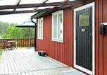 Location vacances Norrtälje - Two-Bedroom Holiday home in Vätö-3