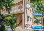 Location vacances Imotski - Three-Bedroom Apartment in Glavina Donja-1
