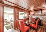 Location vacances Whitby - Waterfront Cozy Lakehouse (35 Minutes from Toronto)-1