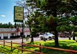 Hôtel Cut Bank - East Glacier Motel & Cabins-1