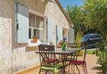Location vacances Grans - Two-Bedroom Holiday Home in Miramas-4
