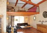 Location vacances Caumont-sur-Durance - Holiday Home Caumont sur Durance with a Fireplace 04-2