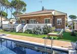 Location vacances Vidreres - Four-Bedroom Holiday Home in Vidreres-1