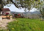 Location vacances Montagny-sur-Grosne - La Roulotte du Granit Doré-2