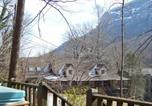 Location vacances Weaverville - Azalea Chalet , Cabin at Chimney Rock-3