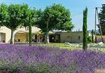 Location vacances Lagnes - –Holiday home Chemin du petit Palais-1