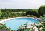 Location vacances Lencloître - Three-Bedroom Holiday Home in Serigny-2