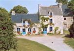 Location vacances Corseul - Gîtes du Château de Montafilan-2