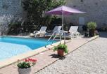 Location vacances Sauzé-Vaussais - Holiday home Chaunay with Outdoor Swimming Pool 400-1