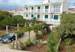 Location vacances Sućuraj - Double Room Sucuraj 12887a-1
