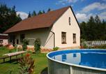 Location vacances Dolní Brusnice - Two-Bedroom Holiday home with Pool in Dvůr Králové nad Labem/Riesengebirgsvorland 1304-1
