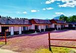 Hôtel Cut Bank - East Glacier Motel & Cabins-3