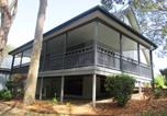 Location vacances Cams Wharf - Eucalypt Deluxe Family Resort Cottage-2