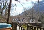 Location vacances Weaverville - Azalea Chalet , Cabin at Chimney Rock-2