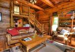 Location vacances Maggie Valley - Cherokee Creekside Cabin-3