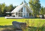 Location vacances Stenungsund - Four-Bedroom Holiday home in Hjälteby-4