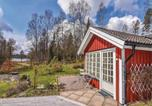 Location vacances Borås - One-Bedroom Holiday Home in Hillared-1