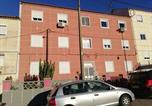 Location vacances Almada - Ruhiges Zimmer Nähe Lissabon & Strand-1