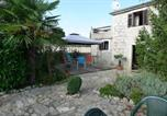 Location vacances Bale - Holiday home Bale-1