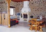 Location vacances Savignac-Lédrier - Holiday Home Saint Mesmin with a Fireplace 04-4