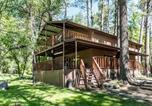 Location vacances Ruidoso - Sleepy Hollow on the River Three-bedroom Holiday Home-1