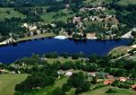 Camping avec Site nature Saint-Bonnet-le-Château - Village de Gîtes Les Demeures du Lac-1