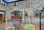 Location vacances Abergele - 2 Dolwen Farm Shop-1