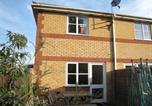 Location vacances Esher - Holiday Home Livesey Close-4