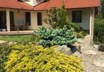 Location vacances Törökbálint - Spacious Guesthouse with Award-Winning Garden-3