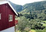 Location vacances Geiranger - Four-Bedroom Holiday home in Norddal-3