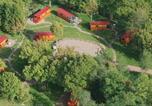 Camping avec Site nature Huanne-Montmartin - Domaine insolite des Vergers de Fontenois-3