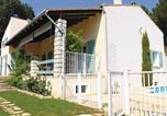 Location vacances Connaux - Three-Bedroom Holiday Home in Laudun-4