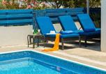 Location vacances Paralimni - Villa Santorini-3