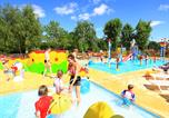 Camping avec Ambiance club Beauville - Les Peneyrals-4