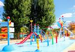 Camping avec Ambiance club Beauville - Les Peneyrals-3