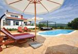 Location vacances Dugopolje - Holiday Home Dicmo with Fireplace 01-1