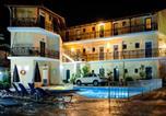 Hôtel Αλυκές - La Caretta-1