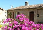 Location vacances Castelraimondo - Country House La Casa dei Fiori-2