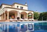 Location vacances Torroella de Fluvià - Six-Bedroom Holiday home Sant Pere Pescador with an Outdoor Swimming Pool 06-3